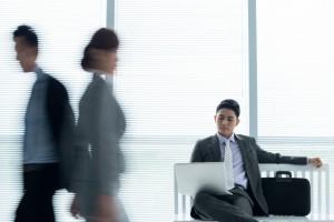 韓国現地で、社員の行動を調査